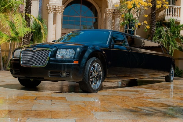 8 Person Chrysler 300 Limo Service San Diego